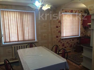 3-комнатная квартира, 60 м², 1/5 этаж, 1 мкр 8 за 12 млн 〒 в Туркестане — фото 2