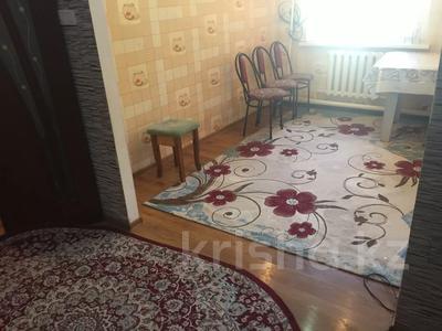 3-комнатная квартира, 60 м², 1/5 этаж, 1 мкр 8 за 12 млн 〒 в Туркестане — фото 3