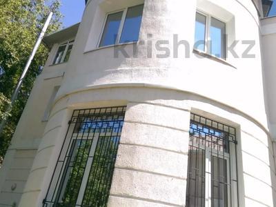 12-комнатный дом, 500 м², 12 сот., Луганского 115 — проспект Аль-Фараби за 200 млн 〒 в Алматы, Медеуский р-н