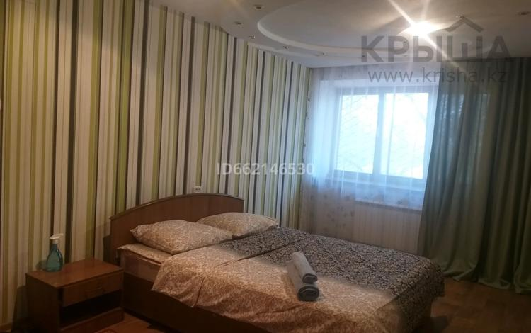 1-комнатная квартира, 33 м², 2/5 этаж посуточно, улица Алии Молдагуловой — Молдагулова абулхаир хана за 6 000 〒 в Актобе