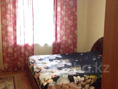 2-комнатная квартира, 60 м² посуточно, Микрорайон Алмагуль 12 — Остановка привокзального за 6 000 〒 в Атырауской обл.