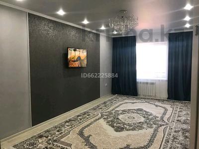 3-комнатная квартира, 87 м², 1/6 этаж помесячно, мкр Женис за 130 000 〒 в Уральске, мкр Женис