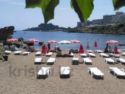 4-комнатная квартира, 135 м², 1/3 этаж посуточно, Кипр Гирне в за 29 520 〒 — фото 19