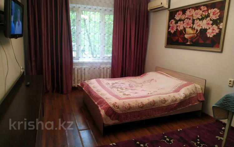 1-комнатная квартира, 50 м², 2/5 этаж по часам, мкр Аксай-4, АКсаи 4 43 — Улукбека за 1 000 〒 в Алматы, Ауэзовский р-н