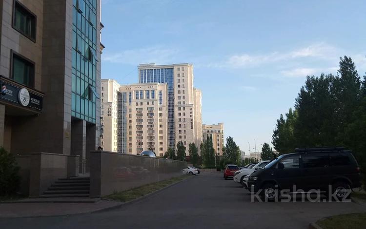 Помещение площадью 200 м², Мангилик ел 26 — Жанибек Керей хандар за 180 млн 〒 в Нур-Султане (Астана), Есиль р-н