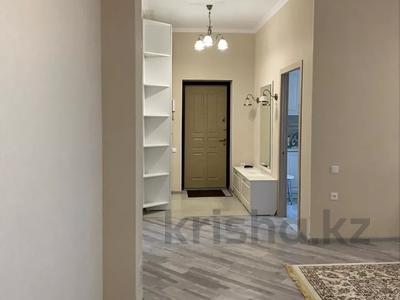 3-комнатная квартира, 90 м², 7/9 этаж посуточно, Гульдер 1 1/4 — Шахтёров за 10 000 〒 в Караганде, Казыбек би р-н — фото 2