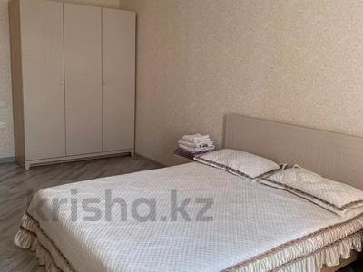 3-комнатная квартира, 90 м², 7/9 этаж посуточно, Гульдер 1 1/4 — Шахтёров за 10 000 〒 в Караганде, Казыбек би р-н — фото 3