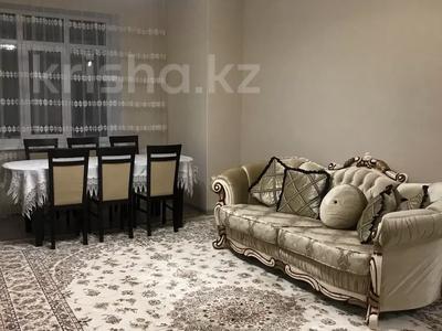3-комнатная квартира, 90 м², 7/9 этаж посуточно, Гульдер 1 1/4 — Шахтёров за 10 000 〒 в Караганде, Казыбек би р-н — фото 4