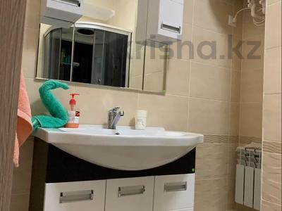3-комнатная квартира, 90 м², 7/9 этаж посуточно, Гульдер 1 1/4 — Шахтёров за 10 000 〒 в Караганде, Казыбек би р-н — фото 10
