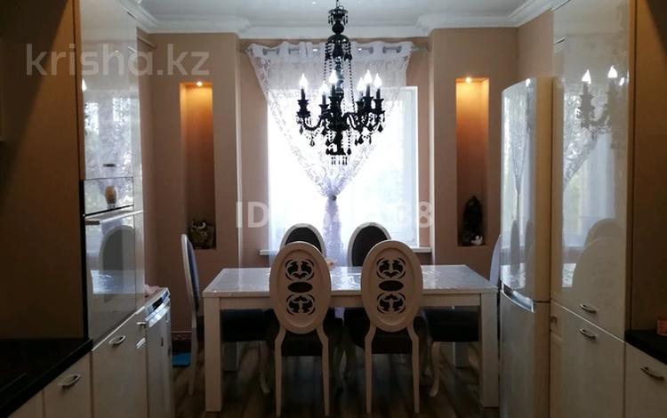 4-комнатная квартира, 115 м², 4/5 этаж помесячно, 14-й мкр 35 за 180 000 〒 в Актау, 14-й мкр