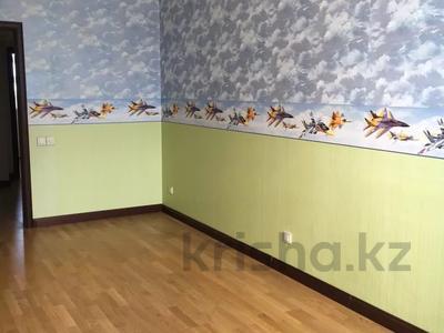 4-комнатная квартира, 145 м², 4/5 этаж, Набережная 24 — Аксайская за 45 млн 〒 в Алматы — фото 4