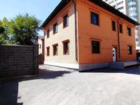 9-комнатный дом, 300 м², 7 сот.