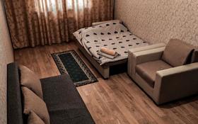 1-комнатная квартира, 40 м², 7/14 этаж посуточно, мкр Акбулак, 1-я улица за 7 000 〒 в Алматы, Алатауский р-н