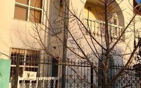 6-комнатный дом, 255 м², 7 сот., Жилгородок, Бисекенова 22 за 55 млн 〒 в Атырау, Жилгородок