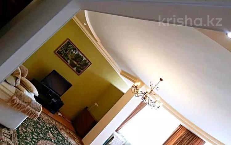 2-комнатная квартира, 80 м², 4/6 этаж посуточно, Женис 21 — Кунаева за 12 000 〒 в Уральске