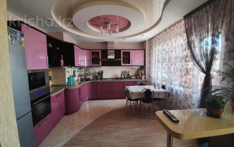 3-комнатная квартира, 90 м², 15/16 этаж, проспект Шахтёров за 33.5 млн 〒 в Караганде, Казыбек би р-н