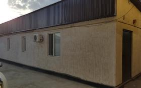 2-комнатный дом помесячно, 60 м², 3 сот., Алии Молдагуловой 174 за 70 000 〒 в Атырау