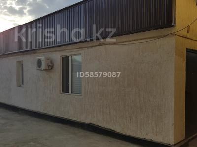 2-комнатный дом помесячно, 60 м², 3 сот., Алии Молдагуловой 174 — Гагарина за 55 000 〒 в Атырау