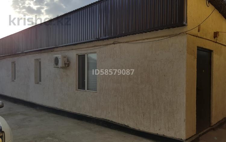2-комнатный дом помесячно, 60 м², 3 сот., Алии Молдагуловой 174 за 50 000 〒 в Атырау