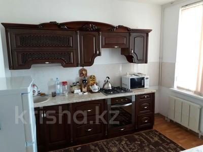 2-комнатная квартира, 75 м², 6/9 этаж помесячно, Кулманова 107 за 150 000 〒 в Атырау — фото 6