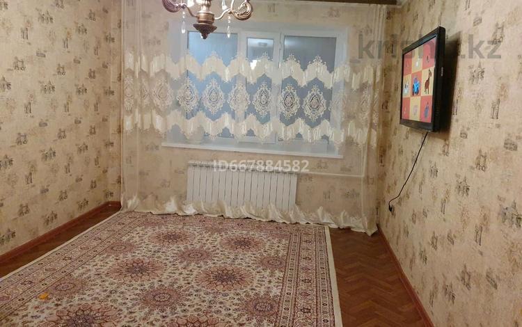 2-комнатная квартира, 50 м², 5/6 этаж, мкр 12 65 за 11 млн 〒 в Актобе, мкр 12