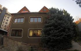 10-комнатный дом помесячно, 700 м², 10 сот., мкр Самал-3, Мкр Самал-3 за 1.3 млн 〒 в Алматы, Медеуский р-н