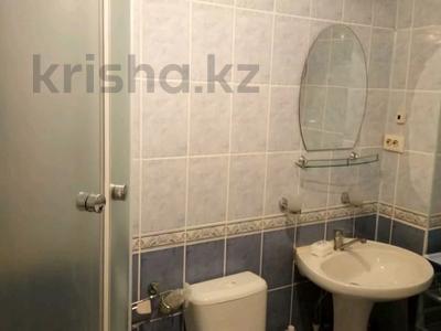 3-комнатная квартира, 70 м², 5/9 этаж помесячно, Гапеева 1 за 90 000 〒 в Караганде, Казыбек би р-н