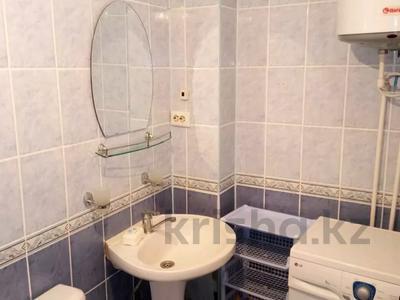 3-комнатная квартира, 70 м², 5/9 этаж помесячно, Гапеева 1 за 90 000 〒 в Караганде, Казыбек би р-н — фото 3