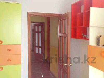 3-комнатная квартира, 70 м², 5/9 этаж помесячно, Гапеева 1 за 90 000 〒 в Караганде, Казыбек би р-н — фото 4