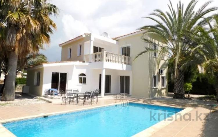 4-комнатный дом, 134 м², Корал Бей, Пафос за ~ 190.3 млн 〒