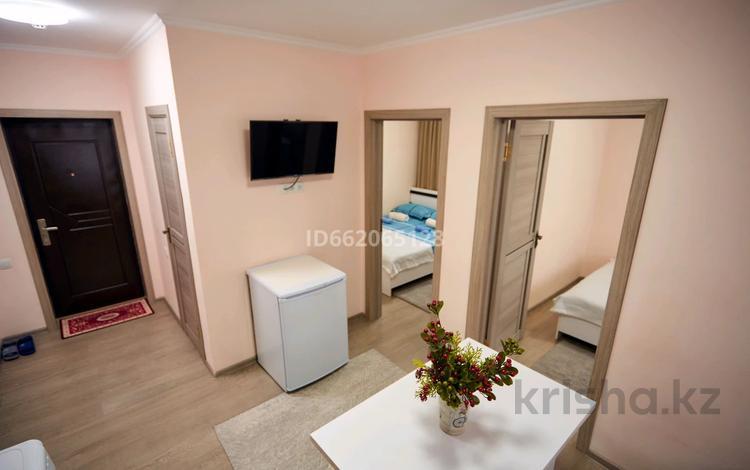 3-комнатная квартира, 55 м², 3/3 этаж посуточно, мкр Акбулак, Сарытогай 19 за 15 000 〒 в Алматы, Алатауский р-н