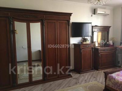3-комнатная квартира, 91 м², 2/4 этаж помесячно, мкр Нурсая 13 за 150 000 〒 в Атырау, мкр Нурсая