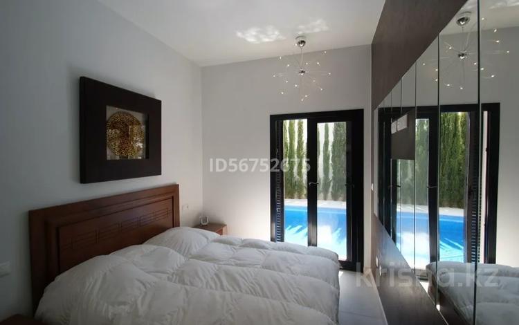 4-комнатный дом на длительный срок, 181 м², 3.12 сот., Urb. Mil Palmeras, Campoamor за 2.9 млн 〒 в Аликанте