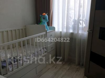 3-комнатная квартира, 53.8 м², 2/3 этаж, мкр Пришахтинск, Зелинского за 11 млн 〒 в Караганде, Октябрьский р-н