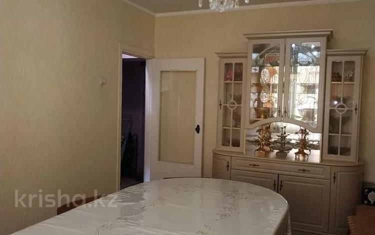 3-комнатная квартира, 63 м², 5/5 этаж, 8 мкр 20 за 11.3 млн 〒 в Таразе
