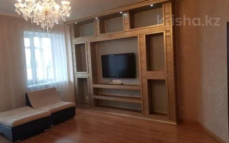 3-комнатная квартира, 118 м², 3/5 этаж помесячно, Ботаническая 12/9 за 200 000 〒 в Караганде, Казыбек би р-н