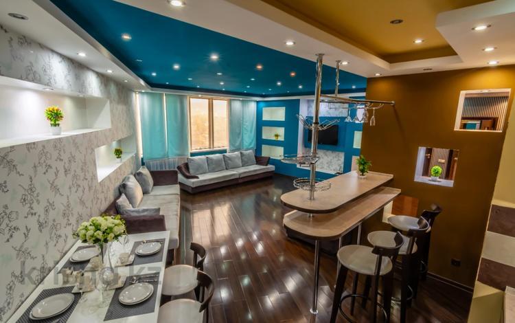 2-комнатная квартира, 100 м², 19/30 этаж посуточно, Аль-Фараби 7 за 30 000 〒 в Алматы