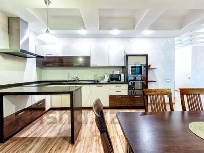 3-комнатная квартира, 135 м², 14/41 этаж посуточно, Достык 5 — Кабанбай Батыра за 20 000 〒 в Нур-Султане (Астана), Есиль р-н — фото 14