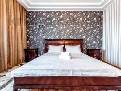 3-комнатная квартира, 135 м², 14/41 этаж посуточно, Достык 5 — Кабанбай Батыра за 20 000 〒 в Нур-Султане (Астана), Есиль р-н — фото 2