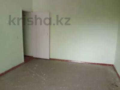 1-комнатная квартира, 35 м², 5/5 этаж, 10 мкр. за 4.9 млн 〒 в Таразе — фото 2