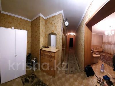4-комнатная квартира, 77 м², 4/12 этаж, мкр Аксай-2 — Саина за 26.5 млн 〒 в Алматы, Ауэзовский р-н