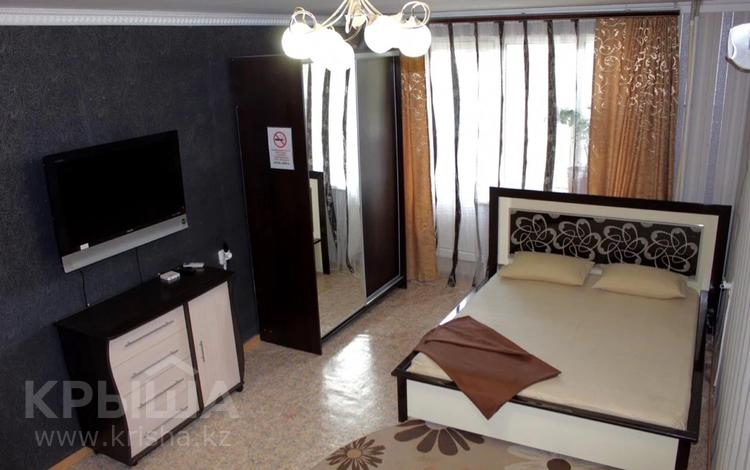 1-комнатная квартира, 33 м², 3/9 этаж посуточно, 12 мкр 16ж за 7 000 〒 в Актобе
