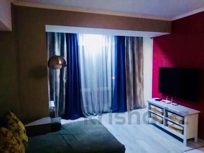 2-комнатная квартира, 50 м², 3 этаж посуточно, Гоголя 58 — Абылай хана за 15 000 〒 в Алматы, Алмалинский р-н
