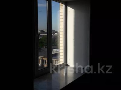 3-комнатная квартира, 103 м², 7/9 этаж, Алиханова 36/3 за 40 млн 〒 в Караганде, Казыбек би р-н — фото 4