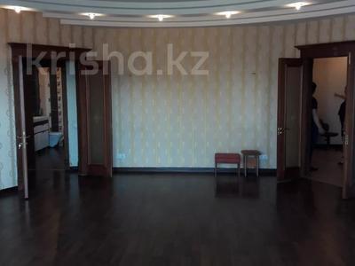 3-комнатная квартира, 103 м², 7/9 этаж, Алиханова 36/3 за 40 млн 〒 в Караганде, Казыбек би р-н — фото 5