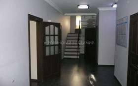 8-комнатный дом помесячно, 205 м², 10 сот., проспект Достык — Аль-Фараби за 850 000 〒 в Алматы, Медеуский р-н