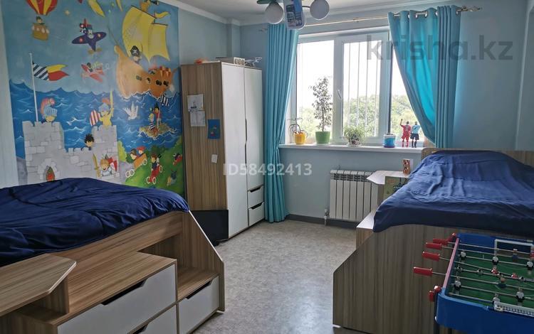 2-комнатная квартира, 70 м², 9/9 этаж, Макатаева 5а за 33.5 млн 〒 в Алматы, Медеуский р-н