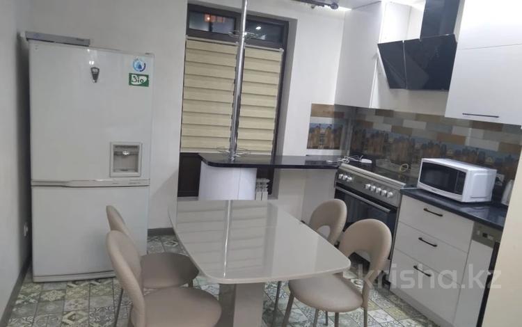 2-комнатная квартира, 85 м², 1/5 этаж, Медеуский р-н, мкр Думан-2 за 29.5 млн 〒 в Алматы, Медеуский р-н