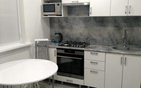 1-комнатная квартира, 40 м², 2/9 этаж посуточно, 10 мкр 2 за 15 000 〒 в Аксае