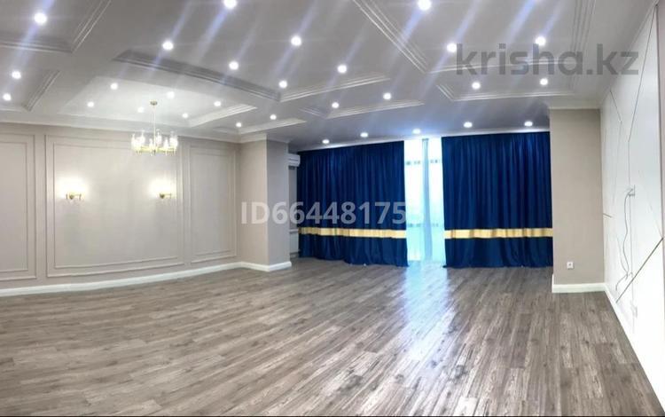 4-комнатная квартира, 174 м², 7/7 этаж, Сатыбалды Дауымова 69 за 99 млн 〒 в Уральске